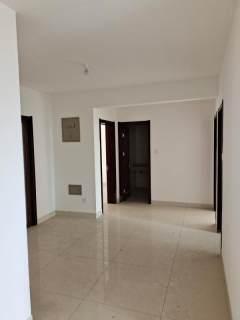 二中东临  大三室装修未住   送车位和储藏室